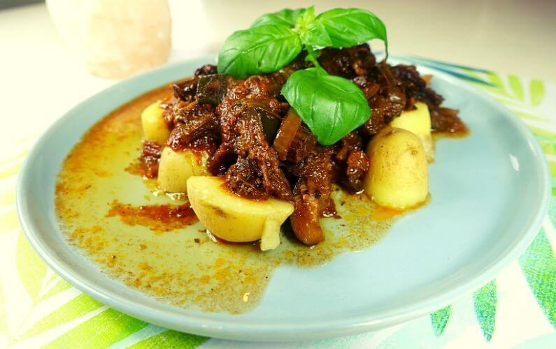 Aardappelen, vlees en groenten uit de slowcooker PDS darmklachten